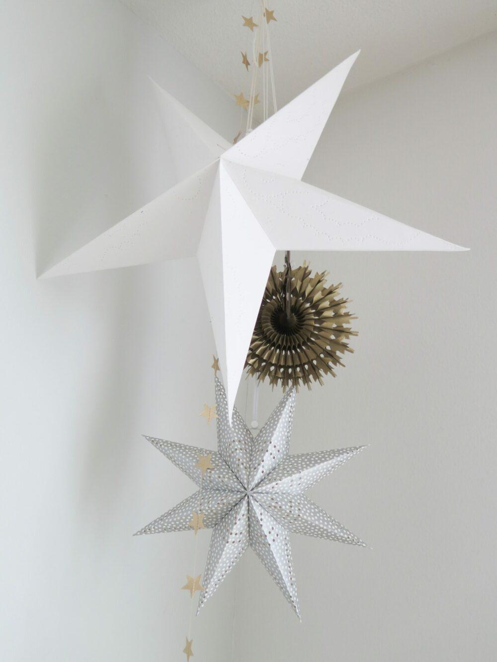 Grote papieren kerststerren